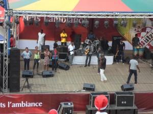 chanteurs sur scene